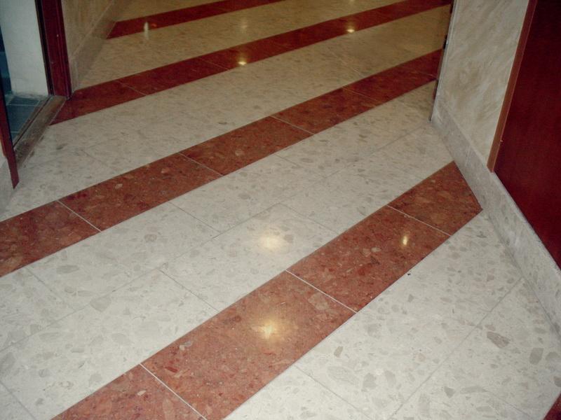 Многие думают,какой пол в коридоре лучше сделать, а вернее какие материалы использовать.